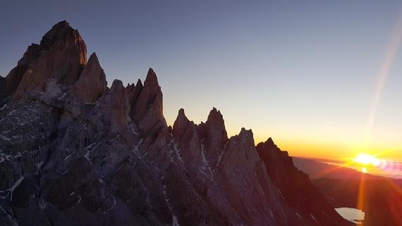 Grupa Fitz Roya o wschodzi słońca, Saint Exupery to 3 szczyt od prawej