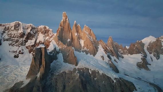 Grupa Cerro Torre i Aguja Standhardt, trzeci wierzchołek grupy