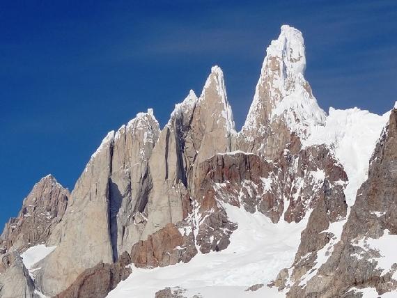 1. Grupa Cerro Torre od zachodniej strony (styczeń 2015)